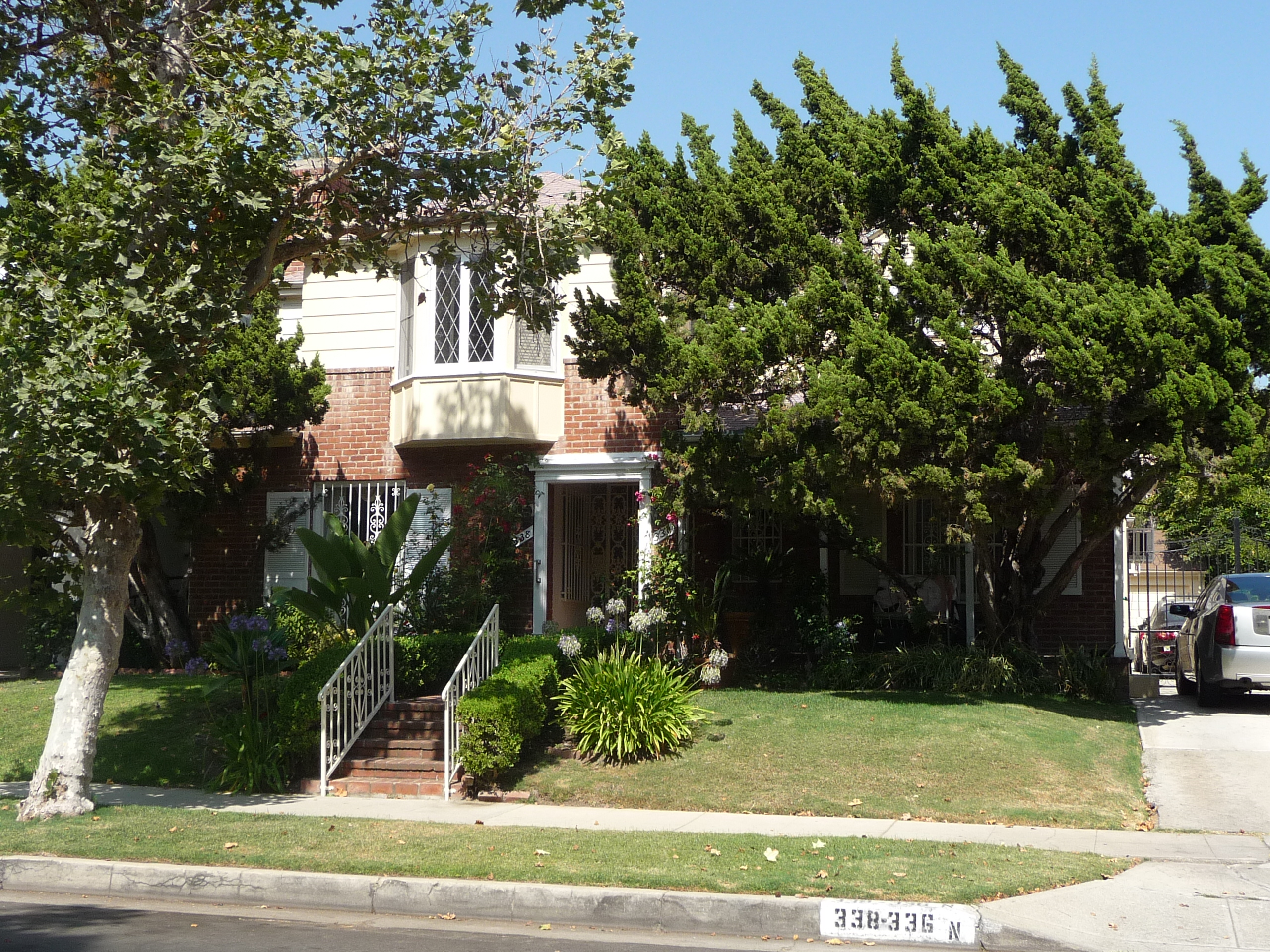 338 N MANSFIELD AVE - PHOTO