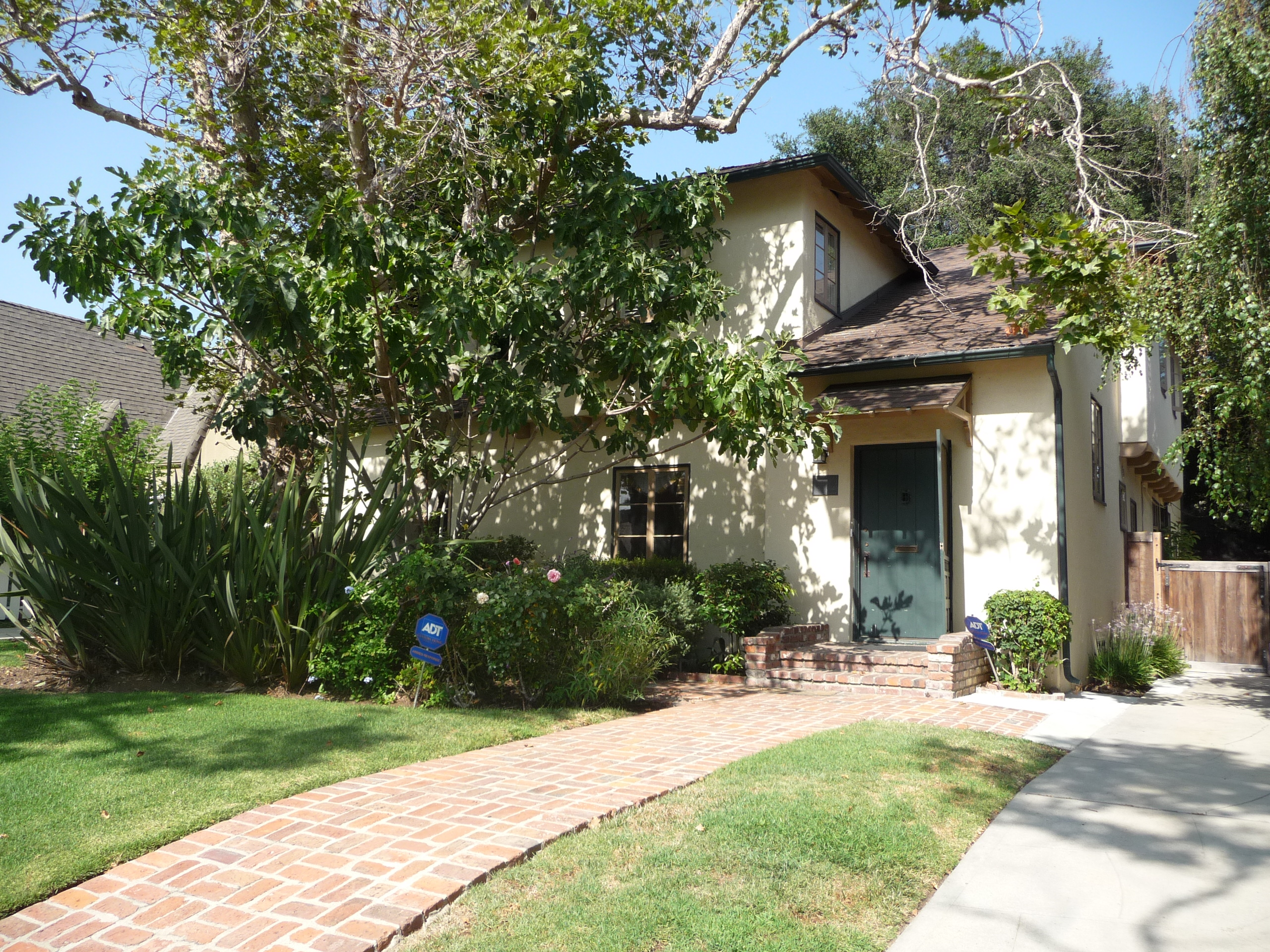 338 N CITRUS AVE - PHOTO