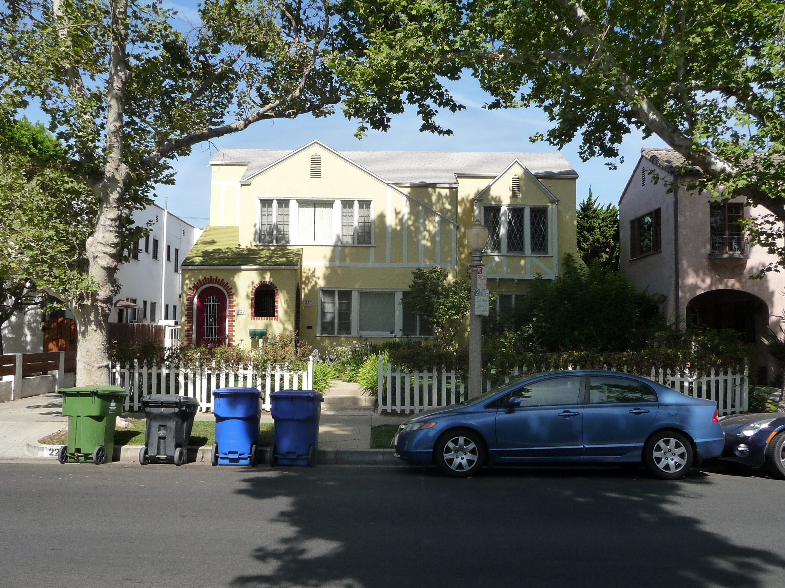 223 S MANSFIELD AVE - PHOTO