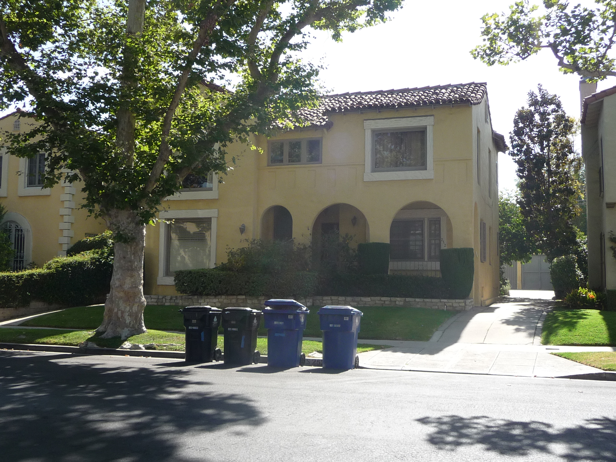 250 S MANSFIELD AVE - PHOTO