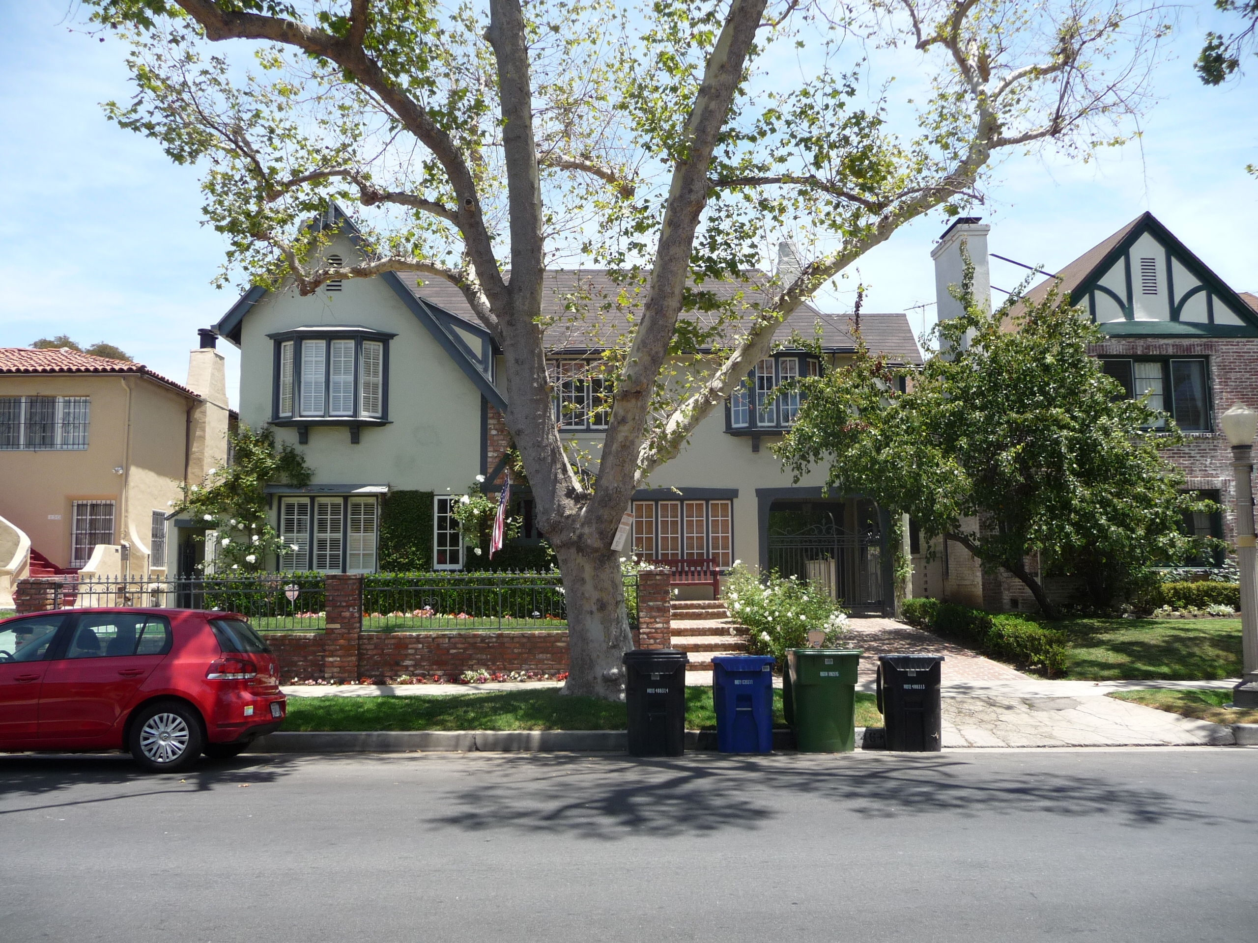146 N MANSFIELD AVE - PHOTO