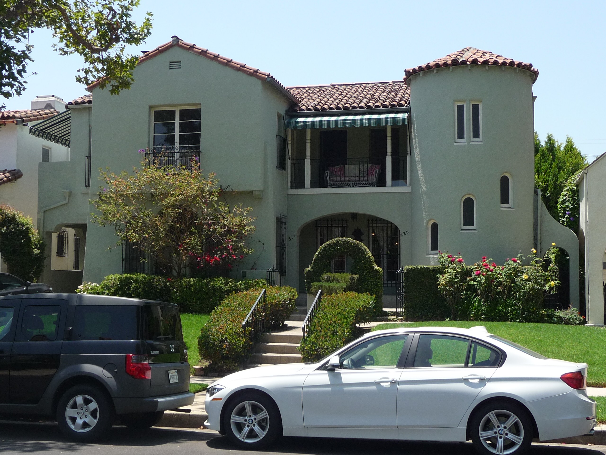 325 N MANSFIELD AVE - PHOTO