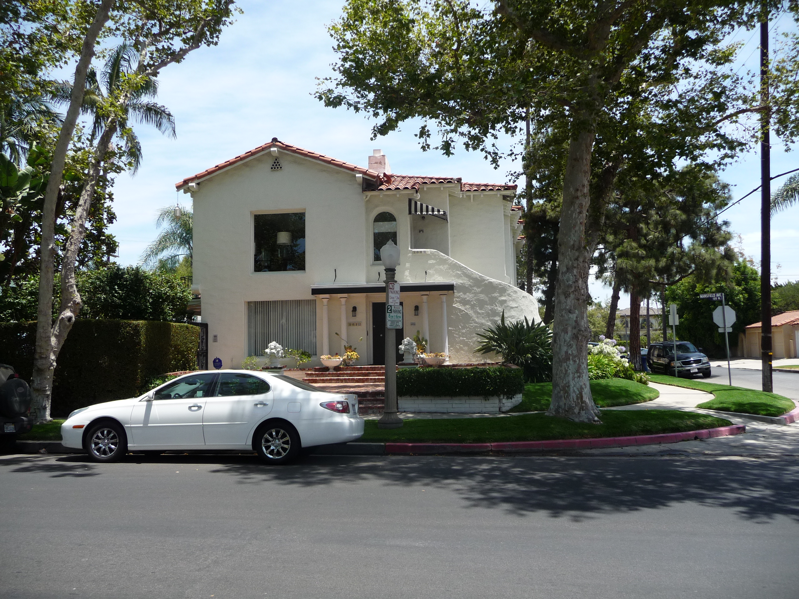 102 N MANSFIELD AVE - PHOTO