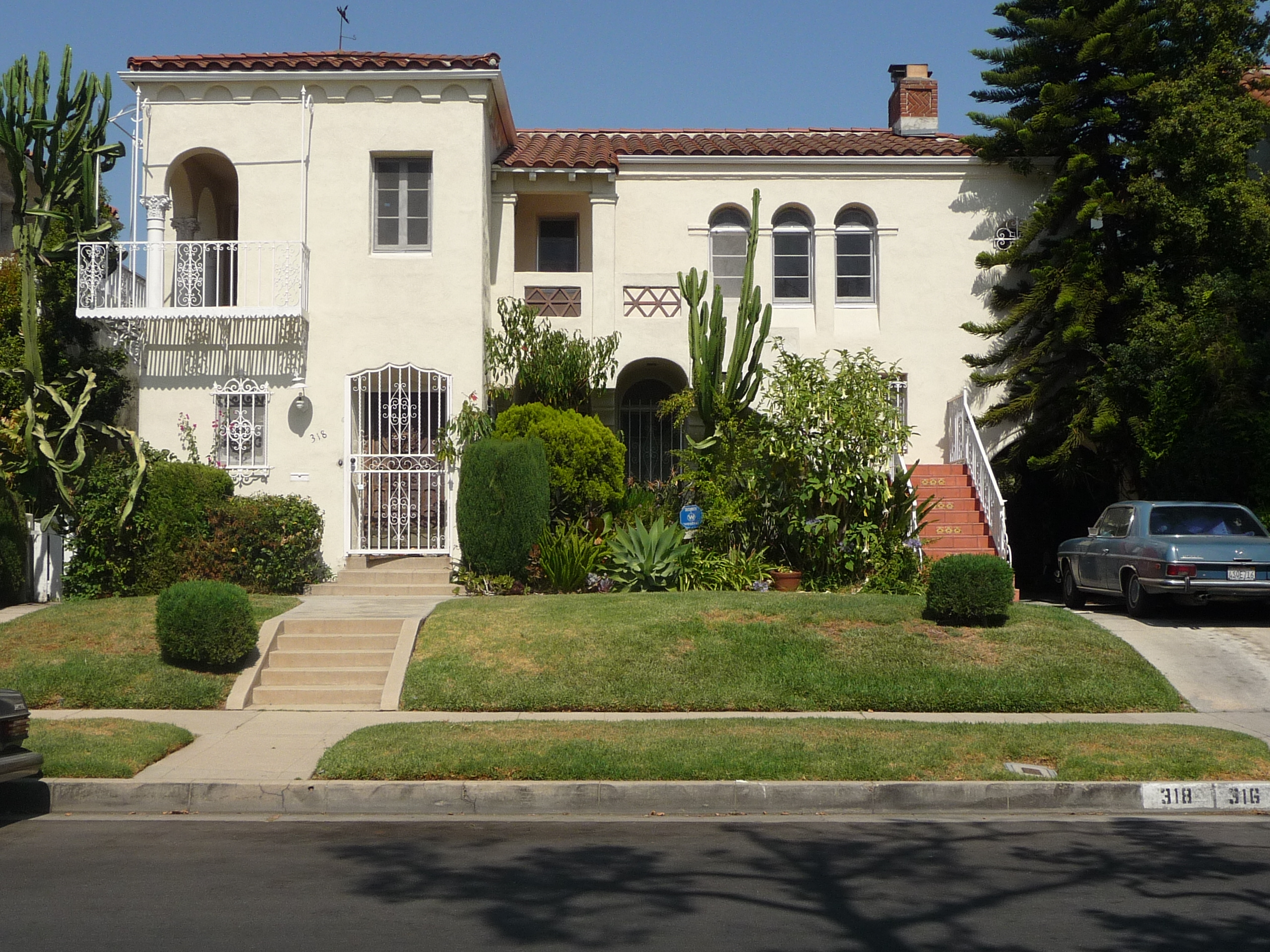 318 N MANSFIELD AVE - PHOTO