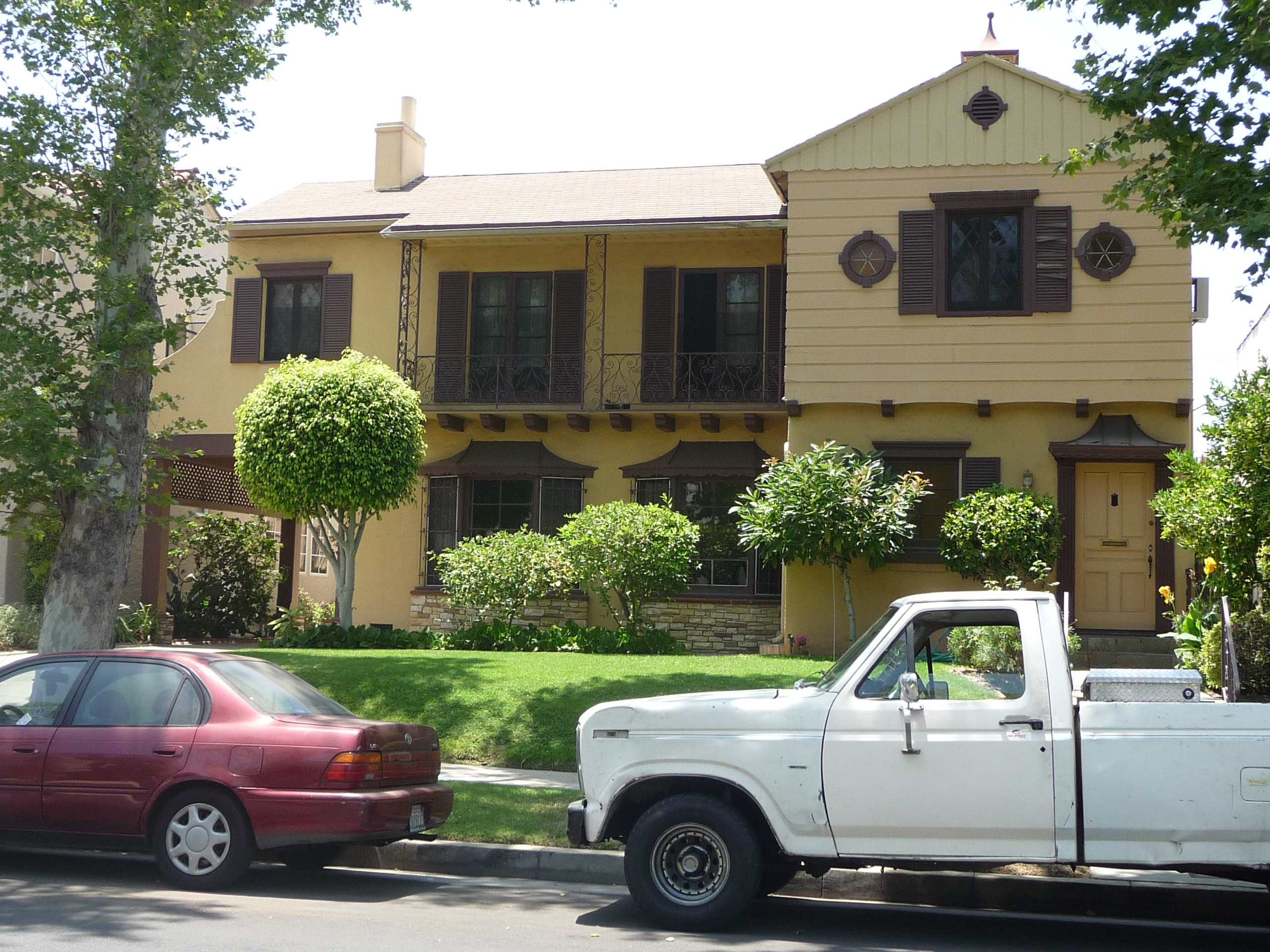 363 N MANSFIELD AVE - PHOTO