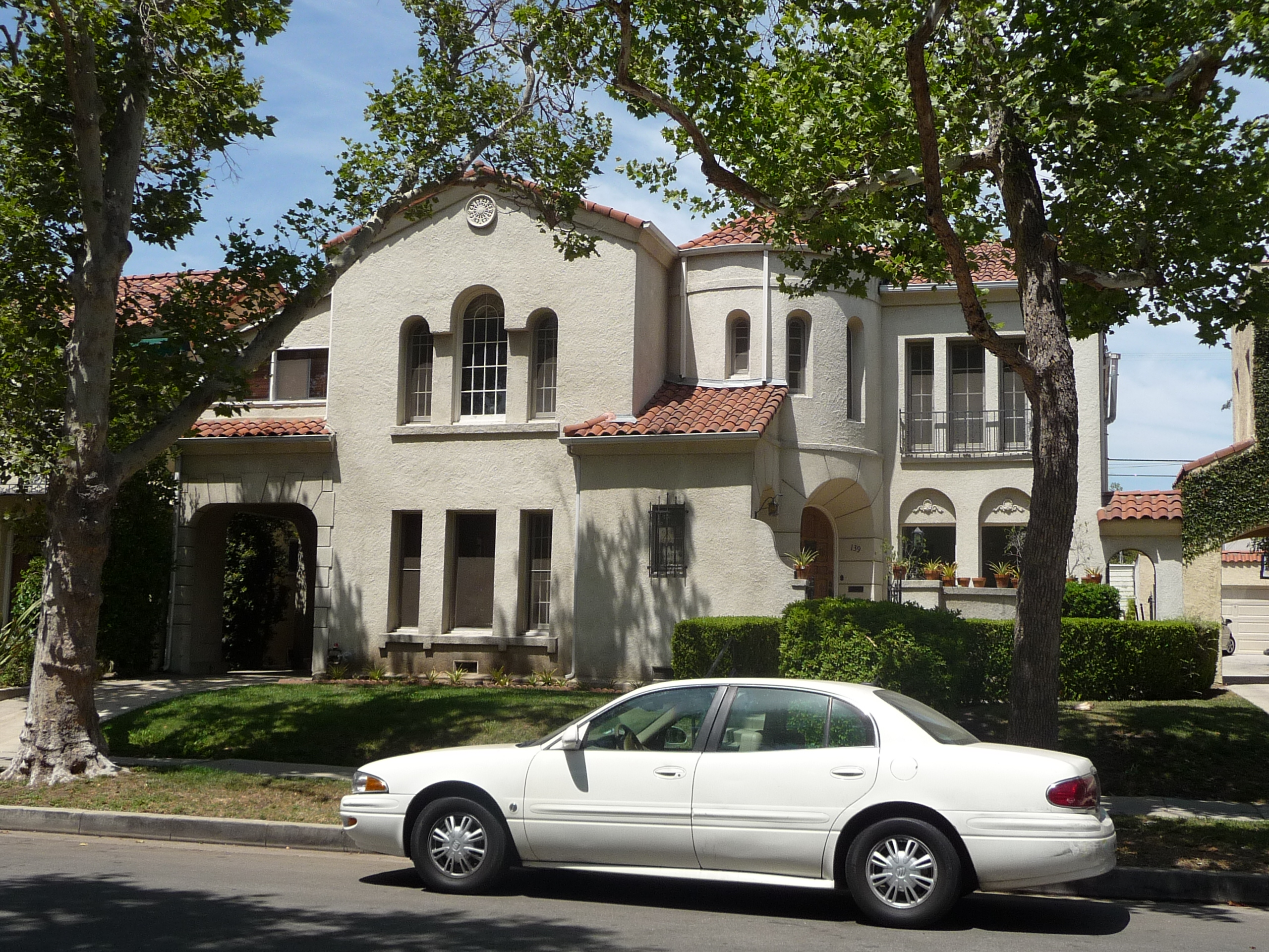 139 S MANSFIELD AVE - PHOTO