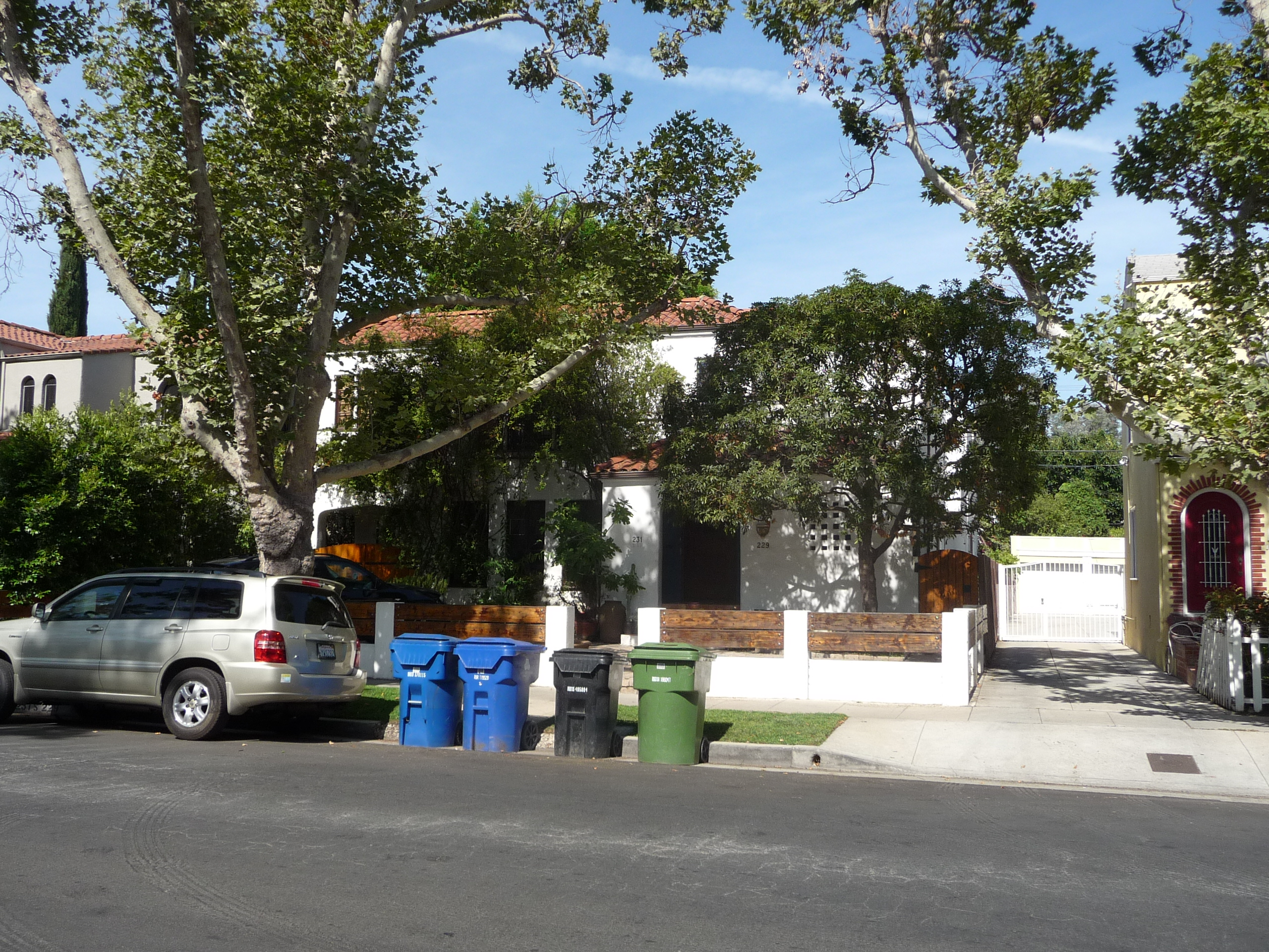 229 S MANSFIELD AVE - PHOTO