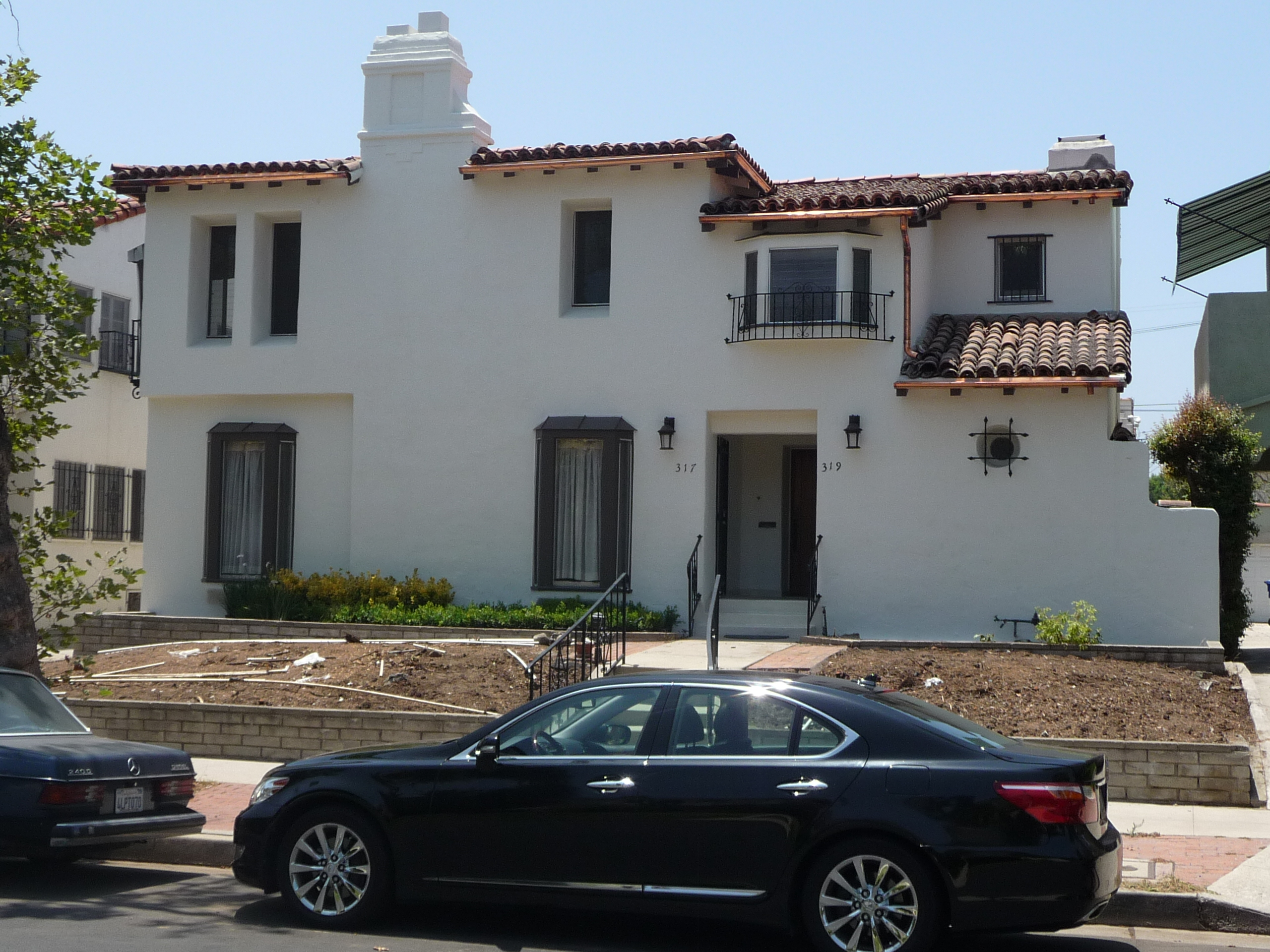 319 N MANSFIELD AVE - PHOTO