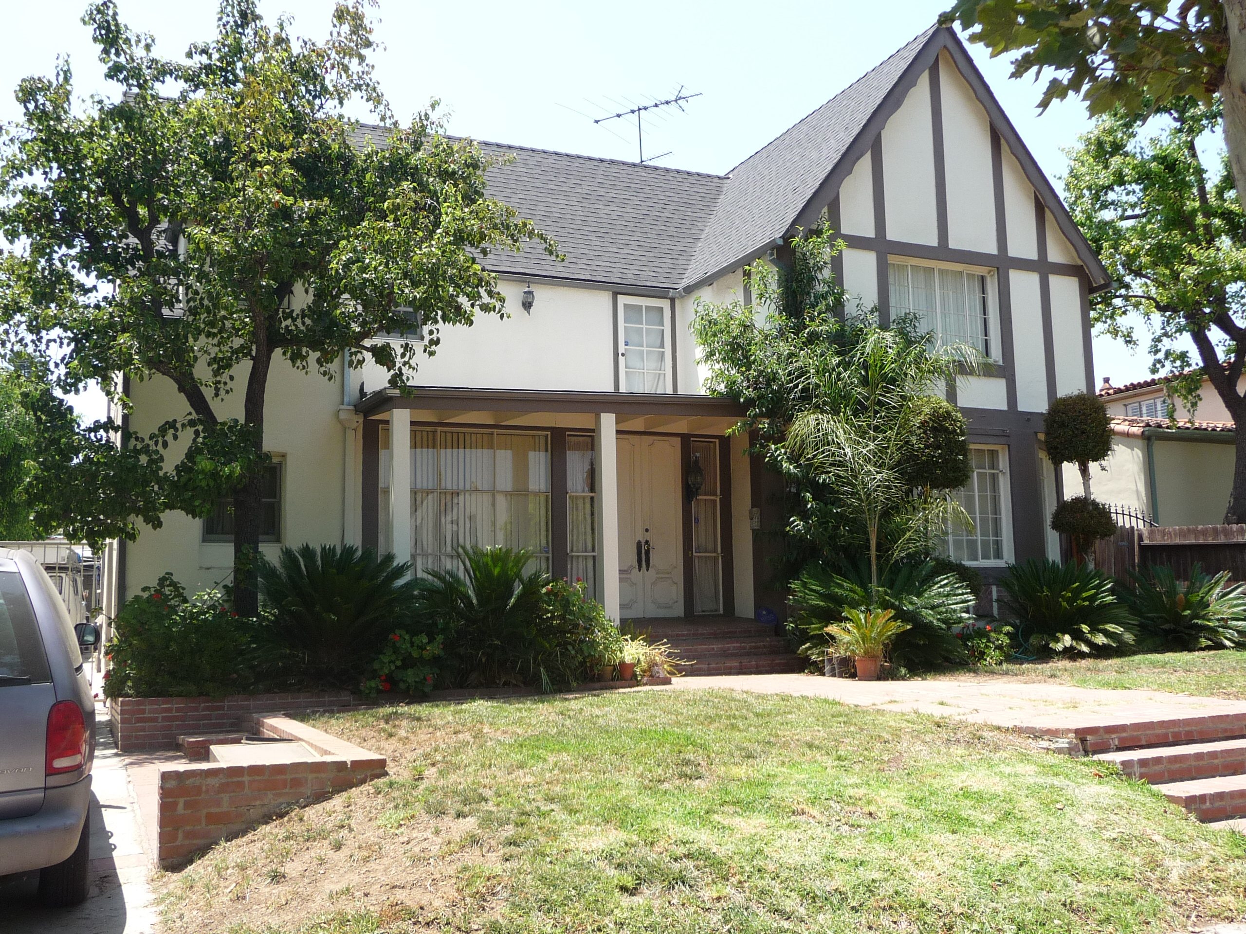 435 N MANSFIELD AVE - PHOTO